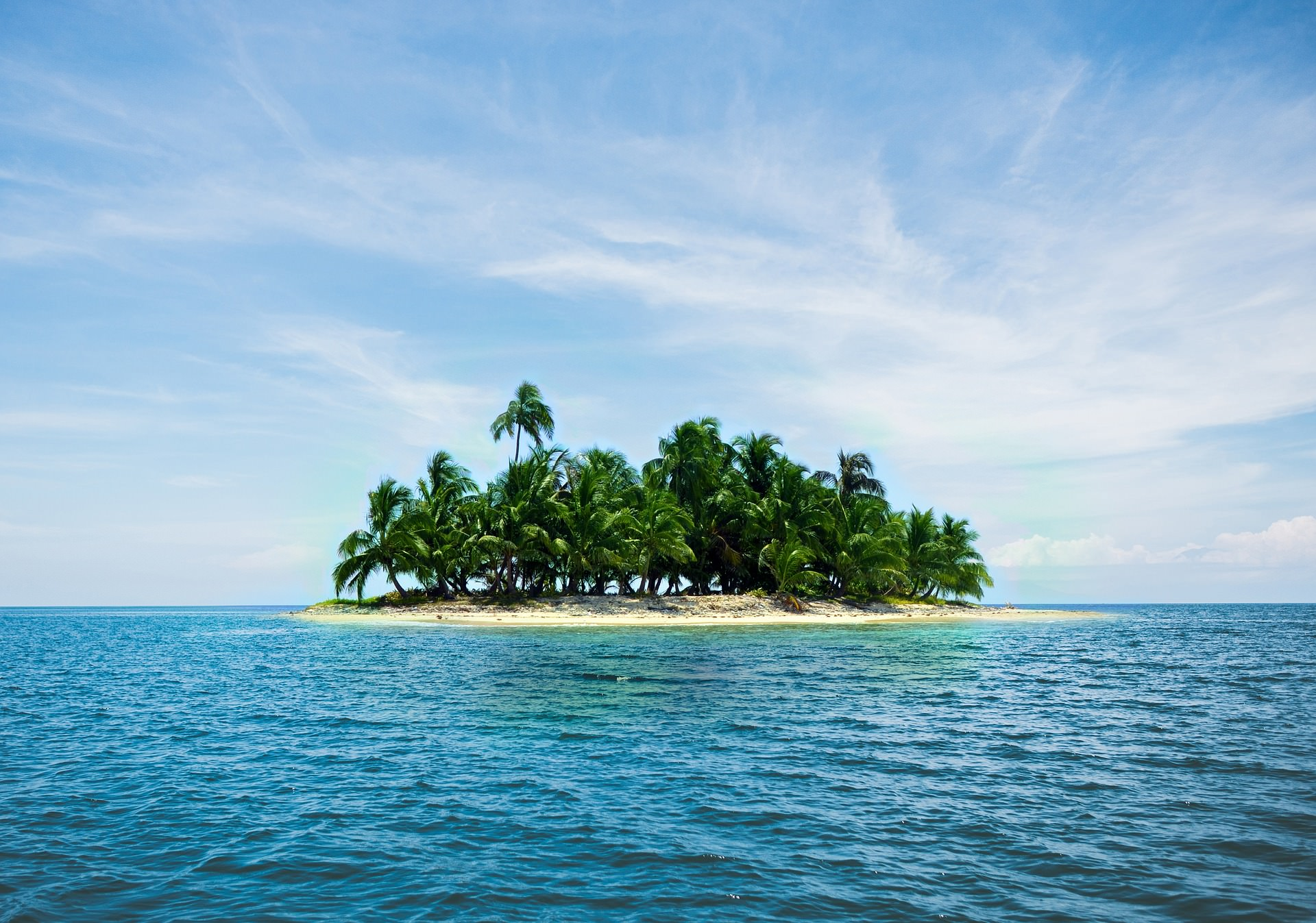 An image of an island in the sea that is difficult to deliver parcels to.